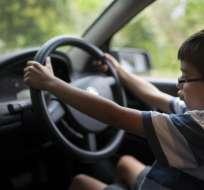El menor condujo casi dos kilómetros y medio, deteniéndose en las luces rojas. Foto: referencial