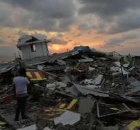PEDERNALES, Ecuador.- Foto captada el domingo 17 de abril de 2016 en Pedernales, horas después del terremoto. Crédito: AFP.