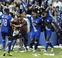 Marlon De Jesús le dio tres puntos a Emelec (centro) con el tanto que le marcó a Barcelona.