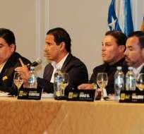 José Francisco Cevallos (i.), Alfaro Moreno (c.) y Juan Alfredo Cuentas (d.) informaron varias novedades del club. Foto: API