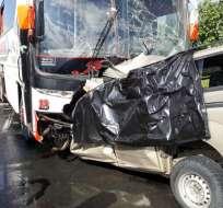 Accidente de tránsito  a la salida de Isidro Ayora. Foto: Wilmer Cortéz. Tomado de Twitter CUPS Fire Gye.