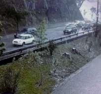 QUITO, Ecuador.- La lluvia de anoche no dejó víctimas, pero sí daños materiales, entre ellos el colapso de una alcantarilla, árboles caídos y calles inundadas. Foto: AMT