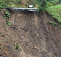 Unos 50 metros de la carretera se derrumbaron, según información del corresponsal en Bolívar.