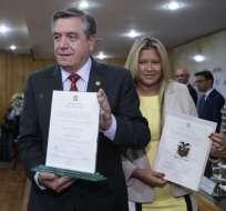 QUITO, Ecuador.- En las instalaciones de la delegación electoral de Pichincha, el pleno del CNE entregó las credenciales a los 16 asambleístas electos en esa provincia. Foto: API