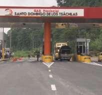 ECUADOR.- El anuncio del cobro de este nuevo peaje detonó que un grupo de transportistas cerrara el acceso a la vía. Foto: Twitter