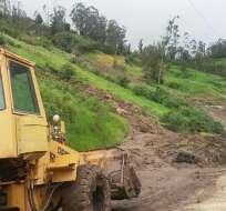 En la vía Panamericana Sur, a la altura del sector Cachagua (Chunchi), el tráfico vehicular está inhabilitado luego del deslizamiento de tierra. Foto: API
