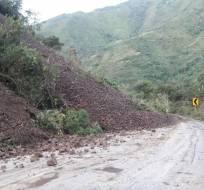 La Policía Nacional fue el primer organismo que alertó sobre el deslave en la vía Calacalí-La Independencia. Foto: AMT Quito