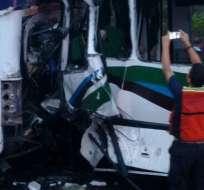 VENEZUELA.- El siniestro se produjo cuando 2 autobuses chocaron en una carretera de Puerto Ordaz. Foto: Twitter Caraota Digital