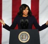Michelle Obama explicó en una conferencia el gesto que tuvo cuando recibió un regalo de Melania Trump. Foto: Tomada de Nueva Mujer.