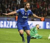 Gonzalo Higuaínanotó los dos goles para el triunfo de Juventus. Foto: AFP