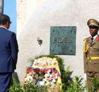 """CUBA.- El presidente de la República, Rafael Correa, agradeció a Cuba la """"inspiración"""" y """"el ejemplo"""" al visitar la tumba de Fidel Castro. Foto: Presidencia de la República"""
