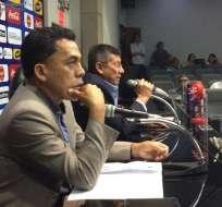 Javier Rodríguez (i.), entrenador de la 'Tri' sub-20, dio a conocer la lista de convocados. Foto: API