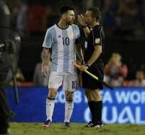 La FIFA dejó sin efecto la suspensión que pesaba sobre el argentino Lionel Messi.
