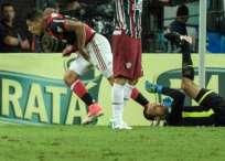 El peruano Paolo Guerrero (i.) marcó el empate transitorio para el Flamengo. Foto: AFP