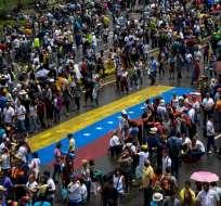 VENEZUELA.- Cuatro manifestantes murieron baleados entre lunes y martes en protestas contra el presidente Nicolás Maduro, elevando a 42 los fallecidos. Foto: AFP