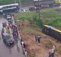 GUAYAQUIL, Ecuador.- El accidente ocurrió en el km. 19,5 y se advierte de la presencia Twitter Corporación para la Seguridad Ciudadana de Guayaquil.