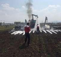 MÉXICO.- El Learjet 25B propiedad de Aerotransportes Huitzilin cayó a tierra poco después de despegar. Foto: Noticiero Altavoz