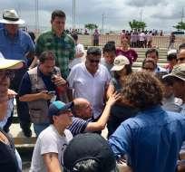 GUAYAQUIL, Ecuador.- Personal de varias entidades del Estado ponen a punto los alrededores de la concha acústica, donde se realizará el último enlace ciudadano del presidente Correa. Foto: Twitter