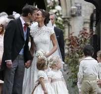 ENGLEFIELD, Inglaterra.- El cortejo nupcial incluyó al príncipe Jorge, de 3 años, como paje, y a la princesa Carlota, de 2, ambos hijos de la duquesa de Cambridge. Foto: AP.