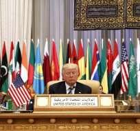 RIAD, Arabia Saudita.- Según estos extractos, el presidente republicano se alejaría de la dura retórica empleada durante su campaña electoral, acusada de islamofobia. Foto: AP.