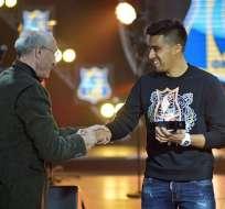 Cristhian Noboa recibió dos distinciones en la gala de premiación del Rostov.