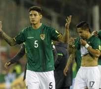 Nelson Cabrera (i.) participó en los duelos ante Chile y Perú por eliminatorias sudamericanas. Foto: Tomada de goal.com