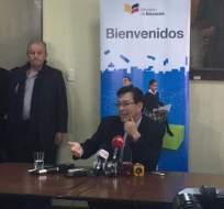 QUITO, Ecuador.- Fander Falconí desarrolló su primer acto público como ministro de Educación en el colegio Simón Bolívar de Quito. Foto: Twitter Ministerio de Educación