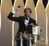 """El director sueco Ruben Ostlund recibe Palma de Oro de la 70va edición de Festival de Cine de Cannes por la comedia negra """"The Square"""". Foto: AP"""
