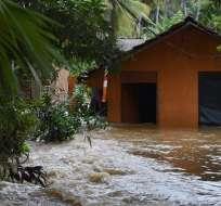 Numerosas localidades continuaban bajo el agua el domingo, según autoridades. Foto: AFP