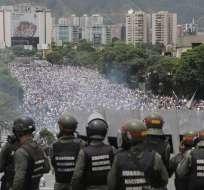VENEZUELA.- Los disturbios -que se iniciaron a finales de marzo- han dejado al menos 60 muertos, más de 1.110 heridos, y varios centenares de detenidos. Foto: AP