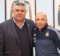 Jorge Sampaoli (d.) firmó un contrato de 5 años con la selección argentina. Foto: Tomada de la cuenta Twitter @Argentina
