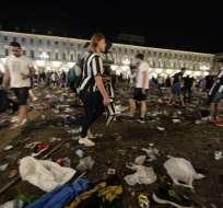 En la Plaza San Carlos había alrededor de 30.000 personas viendo la final de la Champions League. Foto: AFP