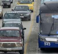 GUAYAQUIL, Ecuador.- ATM recuerda a los conductores que la multa por invasión es de $375 dólares. Foto: Archivo.