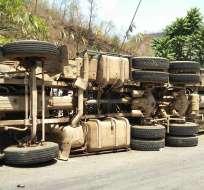 HAITÍ.- Un camión de carga arrolló a varios transeúntes y luego se chocó contra un muro. Foto: Twitter medios haitianos