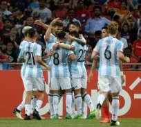 Argentina jugó solo con dos defensas y sin Lionel Messi quien está preparando su boda. Foto: AFP