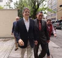 Guillermo Lasso acudió hoy a rendir su versión en el que sigue a la encuestadora Cedatos. Foto: AP