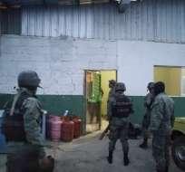 NARANJAL, Ecuador.- Las autoridades también decomisaron 10 armas de fuego luego de los allanamientos. Fotos: Cortesía FF. AA.