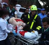 BOGOTÁ, Colombia.- El atentado ocurrió el sábado sobre las 17H00. Un artefacto explotó tras un inodoro de uno de los baños de mujeres en el segundo piso del Centro Comercial Andino. Fotos: AP.