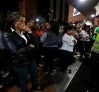 BOGOTÁ, Colombia.- Tras la explosión, los locales fueron cerrados y los clientes evacuados, según testigos. Foto: Twitter TeleSurTV.