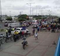 En los alrededores de un centro comercial en Guayaquil se desató una persecución cuando policías detectaron un posible robo. Foto: Cortesía