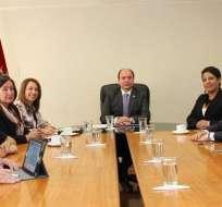 QUITO, Ecuador.- El fiscal Carlos Baca recibió a la Comisión multipartidista para analizar acciones en en el caso Odebrecht. Foto: Twitter Fiscalía de Ecuador