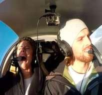 Anthony le propuso a su novia salir juntos a dar un paseo en una avioneta. Foto: Captura