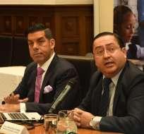 QUITO, Ecuador.- Según el ministro de Economía y Finanzas, Carlos De La Torre (d), la deuda por jubilaciones asciende a $1.123 millones. Foto: API