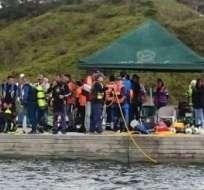 COLOMBIA.- Más de 30 buzos de la Armada colombiana continúa la búsqueda de la otra persona. Foto: Twitter Telesur