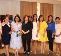 """GUAYAQUIL, Ecuador.-En la cita, las mujeres trataron detalles del proyecto """"Misión Casa Para Todos"""". Foto: Twitter Brigada Las Manuelas."""