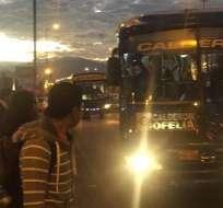 QUITO, Ecuador.- Gremios de la transportación de la capital exigen fijar el incremento del pasaje urbano en $0,37. Foto: Ecuavisa