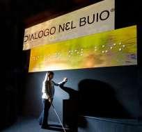 """""""Diálogo en la oscuridad"""" en Milán, Italia."""