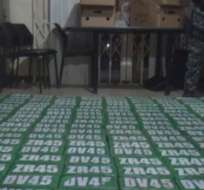Cerca de 2.600 paquetes de cocaína fueron decomisados tras un operativo en 2 haciendas bananeras de Los Ríos. Foto: Captura de video