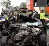 Una persona falleció y otras tres quedaron heridas por el choque en vía Quinindé. Foto: Cortesía
