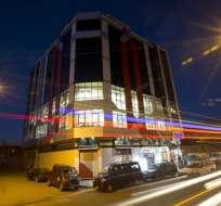 BOLIVIA.- Como aficionado de la saga, Santos Churata diseña las fachadas e interiores con colores llamativos. Foto: AP